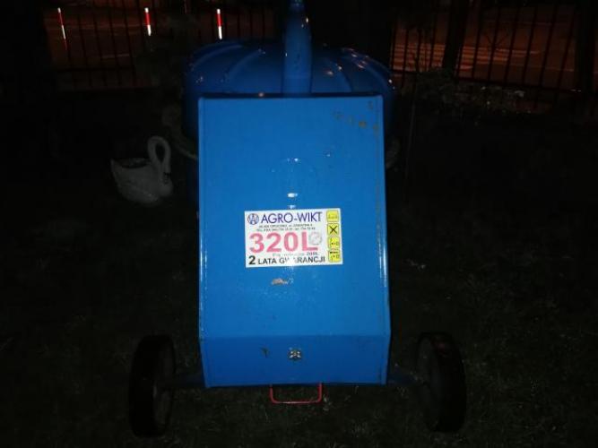 Grajewo ogłoszenia: Sprzedam betoniarke 3-fazową 320l. firmy Agro-Wikt mało używana.