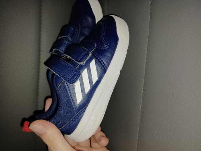 Grajewo ogłoszenia: Sprzedam buty adidasa dla chłopca rozmiar 22