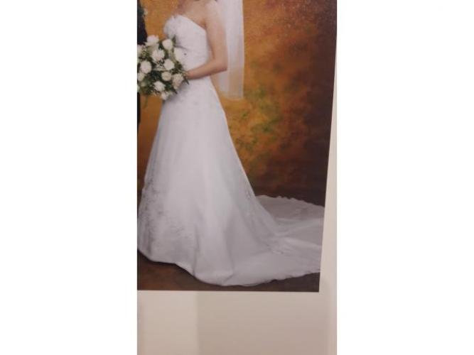 Grajewo ogłoszenia: Sprzedania suknię ślubną w rozmiarze 36-38, zamiast zamka ma...