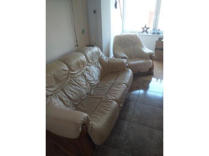 Grajewo ogłoszenia: sprzedam kanape skórzaną z fotelem.