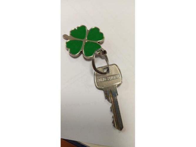 Grajewo ogłoszenia: Znaleziono kluczyk z brelokiem na ławce niepodległej na Placu...