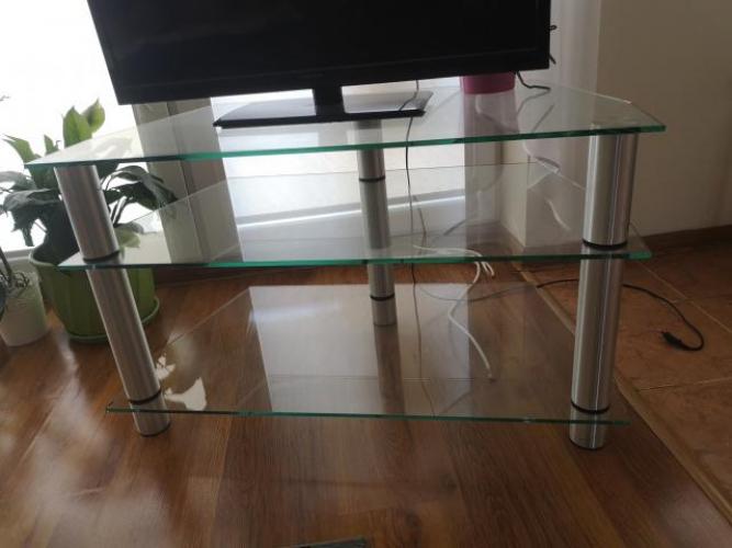 Grajewo ogłoszenia: Witam, sprzedam szklany stolik pod tv, ma bardzo mały uszczerbek w...